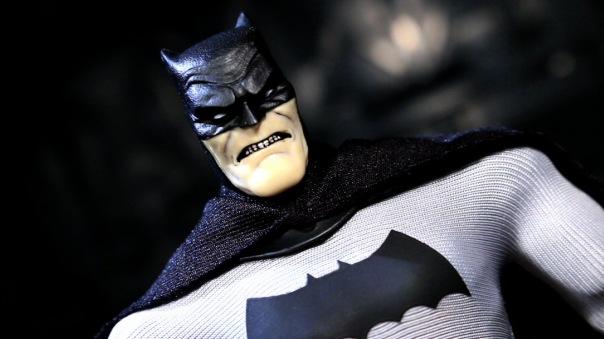 mezco-batman-02