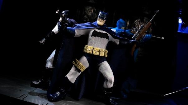 mezco-batman-12