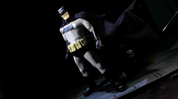 mezco-batman-14