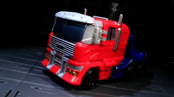 combinerwars-optimusprime-01