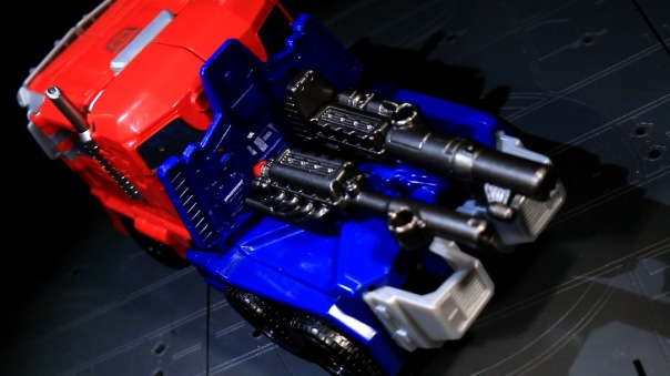 combinerwars-optimusprime-02