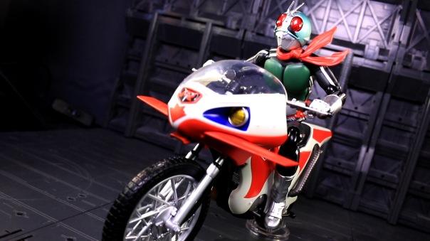 shf-rider1-newcyclone-04
