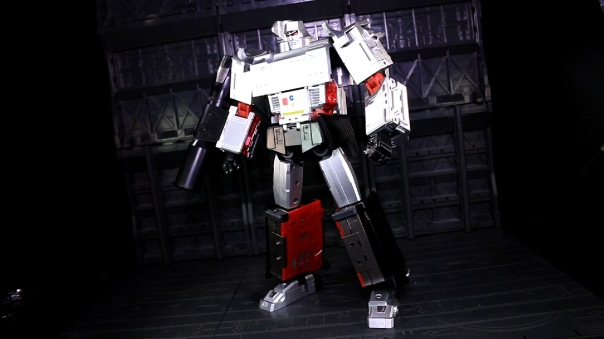 dx9-d09-mightron-02